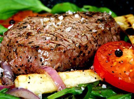 Churrasco de Picanha ao Alho - Veja mais em: http://www.cybercook.com.br/receita-de-churrasco-de-picanha-ao-alho.html?codigo=4014