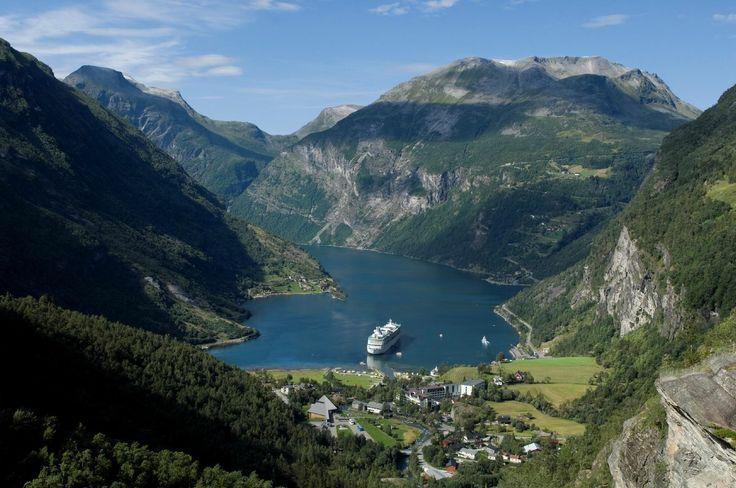 Entdecken Sie Norwegens Fjorden auf einer Kreuzfahrt an Bord der Legend of the Seas ab Hamburg.  http://www.royalcaribbean.de/CruiseDetails.aspx?wdestination=EUROP&wdepartureport=HAM&wdaterange=08.2014&wship=LG&shipcode=LG&geocode=EUROP&geocode=&packageid=LG07U039&departuredate=17.08.2014