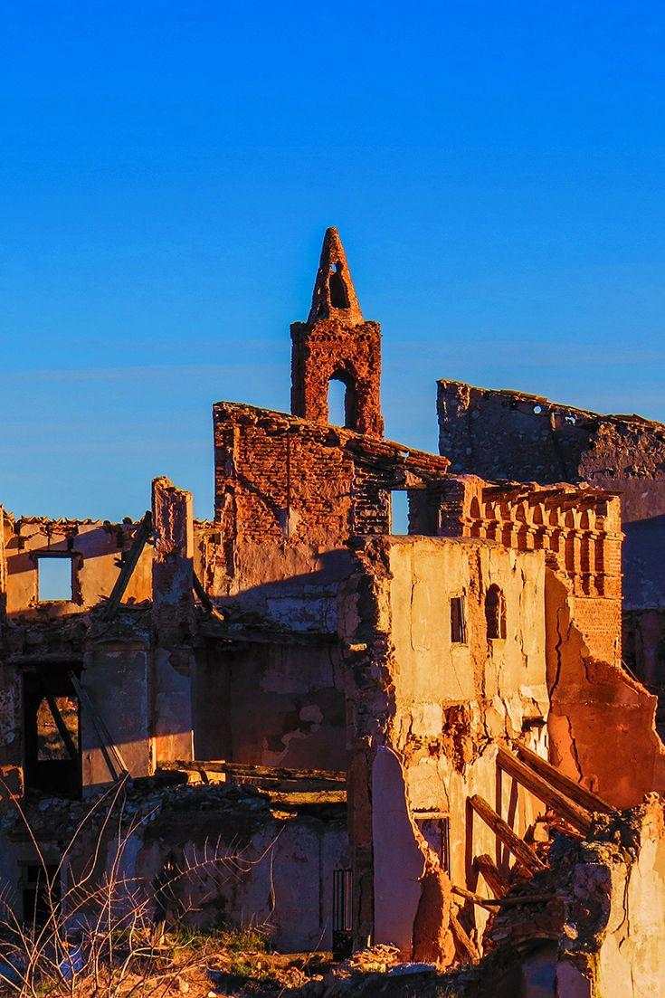 Belchite, el pueblo fantasma. uno de los destinos que tenemos pensados para escaparnos en Halloween. ¿Nos lo recomendáis? Descubre la misteriosa historia de etse pueblo aragonés en nuestro blog (link del pin)