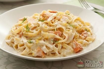Receita de Espaguete à carbonara de salmão em receitas de massas, veja essa e outras receitas aqui!
