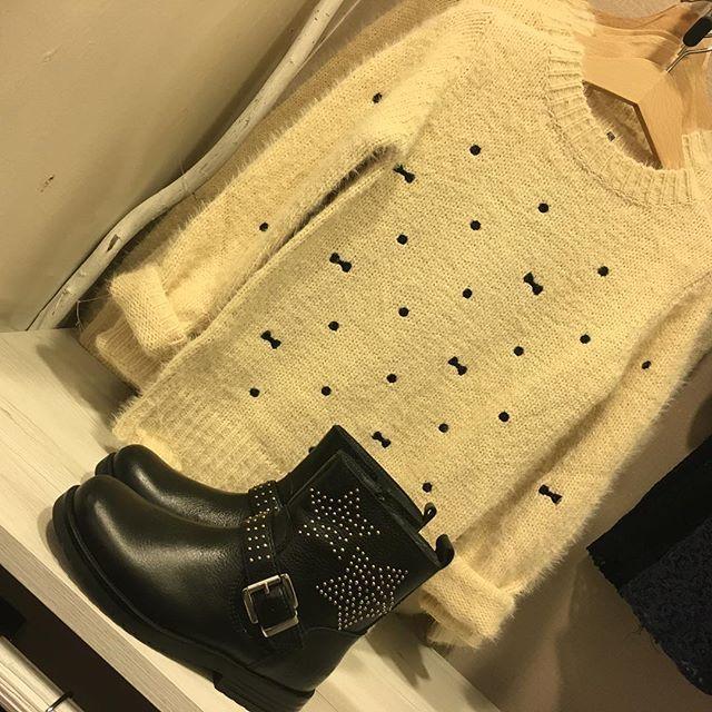Sweater Mini Molly New collection fall @piedino_calzature #Nuoviarrivi #maglioncino #mollybracken #stivale #lellikelly #stelle #stars #beige #nero #fiocco