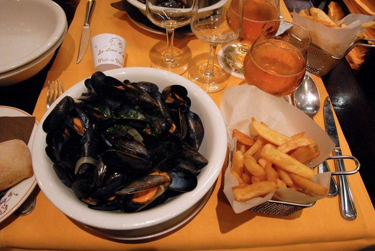 Le Lion d'Or,  Restaurant célèbre intrq-muros, c'est une bonne adresse pour manger des moules frites accompagnées d'une bolée de cidre.  1, place Chateaubriant.