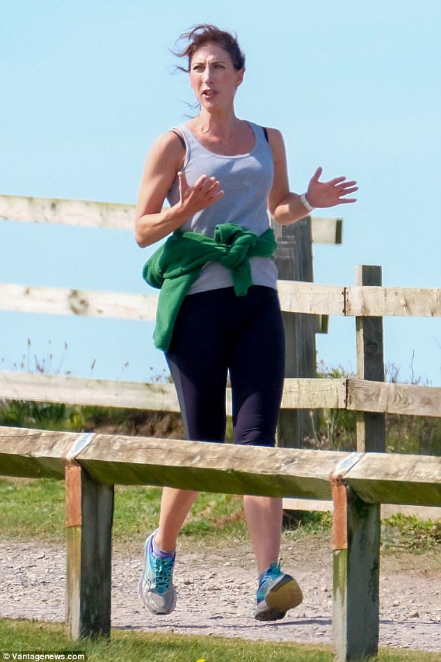 Samantha Cameron enjoys a jog session in Cornwall | Buy ➜ http://j.mp/2vFygIb