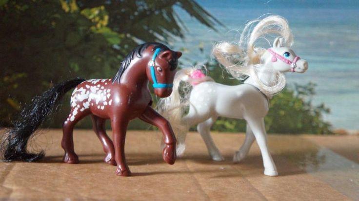 """Hallo,biete hier zwei sehr schöne Pferde der Reihe """"Meine kleine Tierwelt"""" an.Sie sind in einem guten Zustand, beide sind beweglich und in einem guten Zustand.Versand möglichPrivatverkauf, daher keine Garantie, Gewährleistung und Rücknahme."""