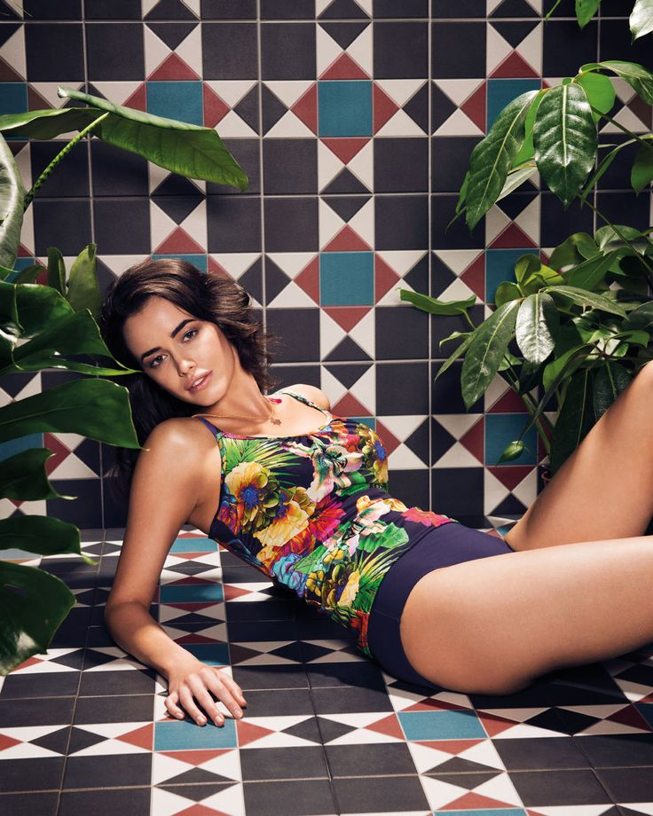 Indulge in the show-stoppingly beautiful Cayman collection, featuring a vibrant exotic print on a rich indigo background.