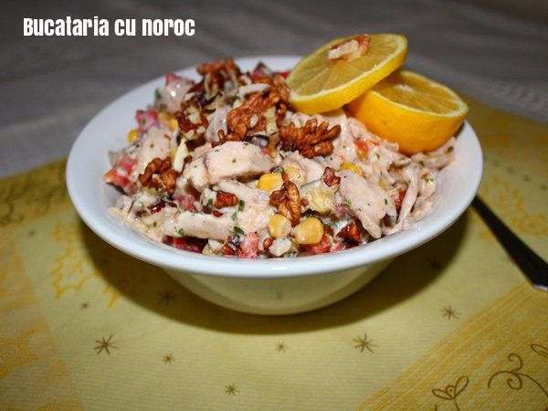 Salata cu pui si nuci - Bucataria cu noroc