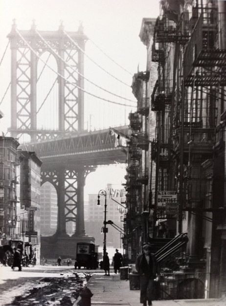 Berenice Abbott - Pike and Henry Streets, New York, 1936