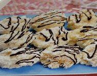 Bílkové cukroví s kokosem