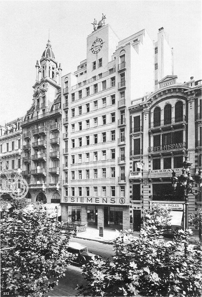 Hotel Hispano Le sacaron todos los adornos pero sigue funcionando como un hotel de menos que medio pelo.  Ex edificio Siemens (actual ANMAT)  Edificio de oficinas con una cupula impactante. Este está en muy buenas condiciones  Años '30