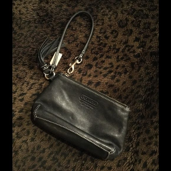 ⬇️PRICE REDUCED⬇️ Coach Wristlet Excellent used condition Coach Bags Clutches & Wristlets