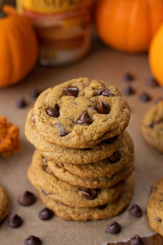 Crisp and Chewy Pumpkin Chocolate Chip Cookies | Recipe | Pumpkin ...