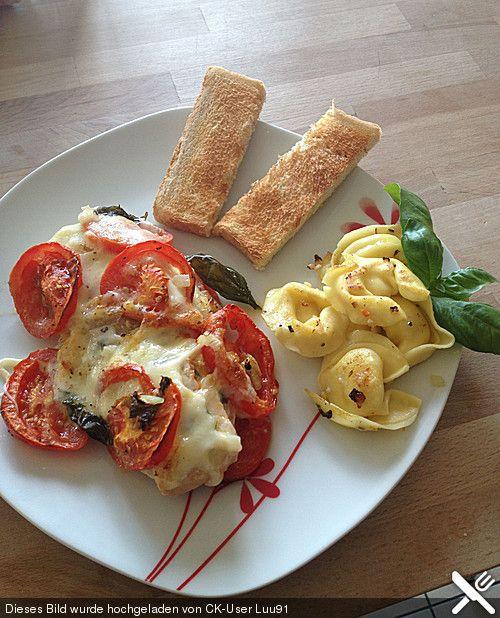 Marinierter Lachs, überbacken mit Tomaten und Mozzarella