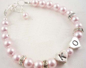 Perzik roze bloem crème parels messing blad armband met door LeChaim