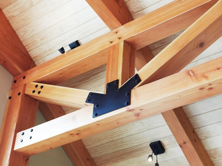 Ultra-modern interpretation of a rectangular truss using exposed steel plates