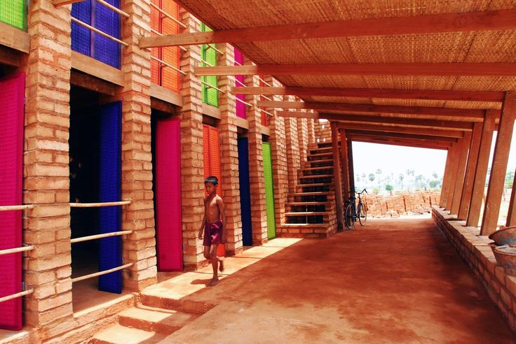 Sra Pou Escuela Vocacional.  Pueblo Sra Pou, Camboya.  La escuela para la construcción de la comunidad.