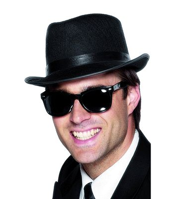 Zwarte feest zonnebril voor volwassenen, jaren 50 model. Materiaal: plastic. Zwarte feest zonnebril die o.a. gebruikt kan worden voor de Blues Brothers.