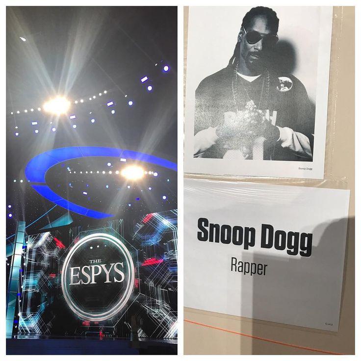 """My Boyfriends""Back,Lol����������#espys2017 #snoopdogg #Martha&Snoop's Potluck dinner #lovethisman❤️ #wednesday #microsofttheater #special #snoopdogg#stylistforEspys#stylistformartha&snoops Potluck Dinner http://misstagram.com/ipost/1556605061864645605/?code=BWaLA54BGPl"