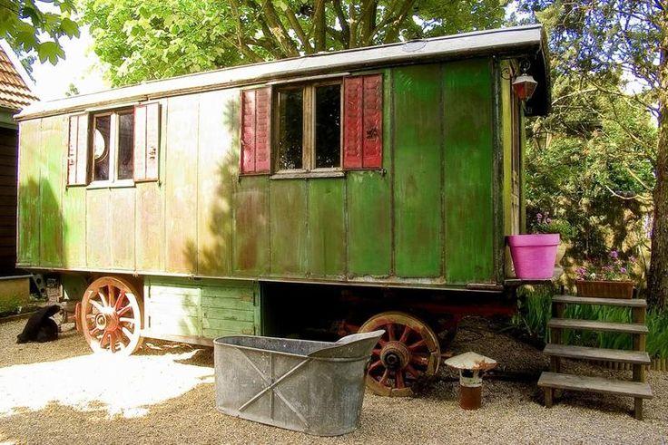 http://www.justacote.com/photos_entreprises/chambres-d-hotes-roulottes-cabane-sainte-foy-les-lyon-1307042089.jpg