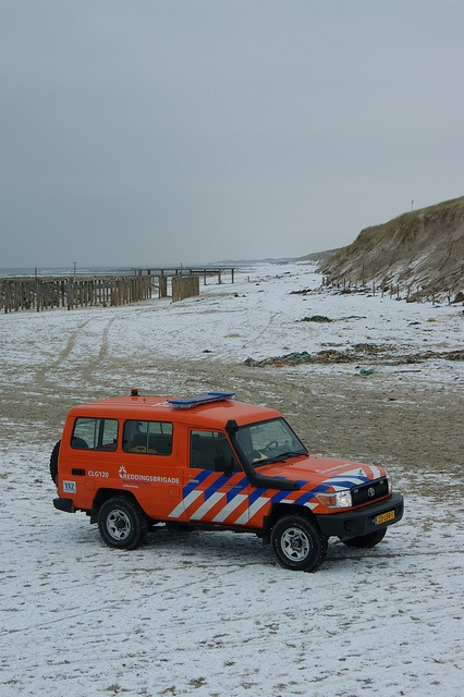 The Totoya Landcruiser CLG1.20 of lifeguard/rescue station Callantsoog in his element at the snowy beach of Petten.