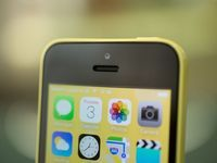 Cheaper new 8GB iPhone 5C goes on sale Apple's quietly slipped a less expensive iPhone 5C into its lineup, but so far it's only on sale in China, Europe and Australia.