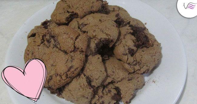 Receita e passo a passo de como fazer cookie com gotas de chocolate