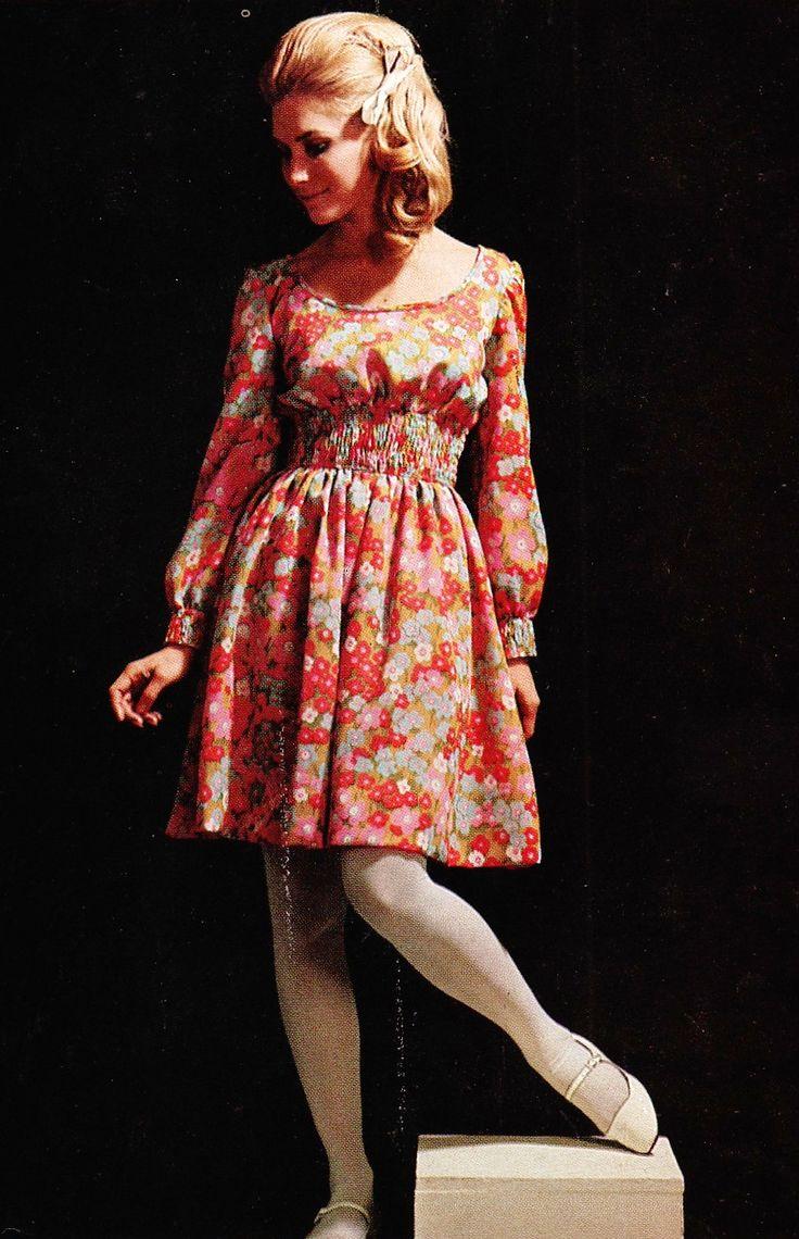 Swinging Sixties: Floral Print Babydoll Dress, 1968. (♥)