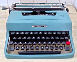 Vintage 1963 Collection. Dactylo portative Lettera 32 UNDERWOOD