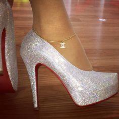 Meia linda em glitter prateado, ideal para noivas e damas de honra debutantes …   – Shoes