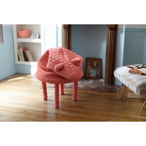 De Petstools #kruk van #PetiteFriture ziet er niet alleen heel gezellig uit, hij is ook nog eens #comfortabel. De stof nodigt uit om lekker je handen en voeten er in te steken en op te warmen. Leg je voeten lekker op je nieuwe beste vrienden en kom helemaal bij! Ga je voor Ella de olifant, voor Finn de muis of Daisy het biggetje? Verkrijgbaar bij #Flindersdesign #kinderkamer #woonkamer #stoel #modern #design http://www.flinders.nl/petite-friture-petstools-kruk