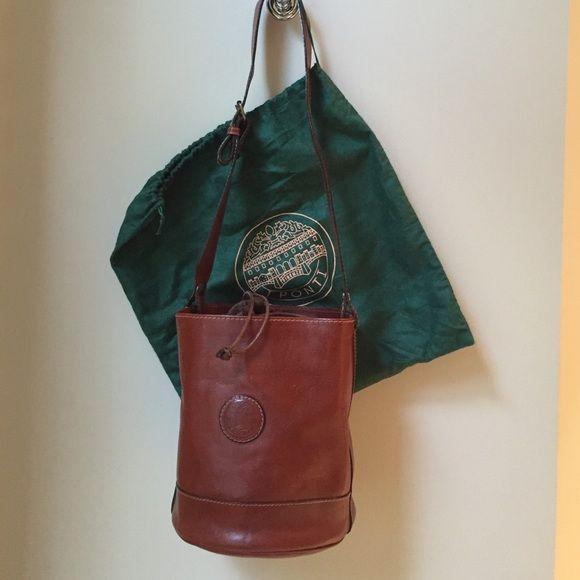 ITALIAN Leather handbag Genuine leather Made in Italy. Round shape. I Ponti Bags