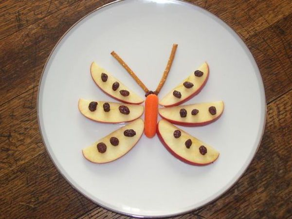 Food art for kids isn't just for fun. This Butterfly Snack is a creative way to serve your kids a nutritious snack. | Meal Planning Mommies