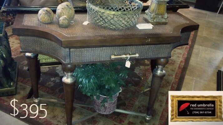 Gorgeous table w drawer