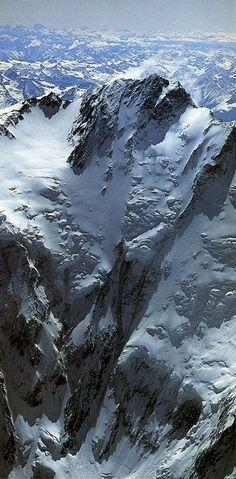 Nanga Parbat Diamir Face//Le Nanga Parbat est le neuvième plus haut sommet du monde (8 125 mètres), dans la chaîne de l'Himalaya. Plus haute montagne entièrement au Pakistan, il est le huit mille le plus occidental. Nanga Parbat signifie « montagne nue ». Il est aussi appelé Diamir (signifiant « Roi des montagnes »).