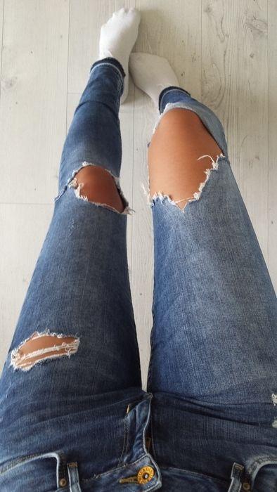 ber ideen zu zerrissene jeans auf pinterest zerrissene jeans outfit roter blazer und. Black Bedroom Furniture Sets. Home Design Ideas