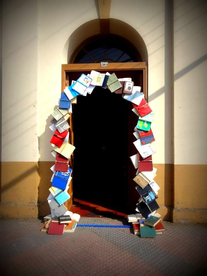 Un portal de libros...la invitación a imaginar...y soñar juntos... #cultura #libros #Antofagasta #Chile