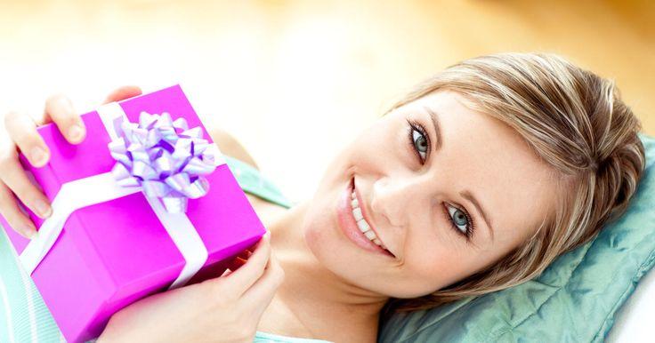 Почему одним женщинам дарят подарки, а другим нет