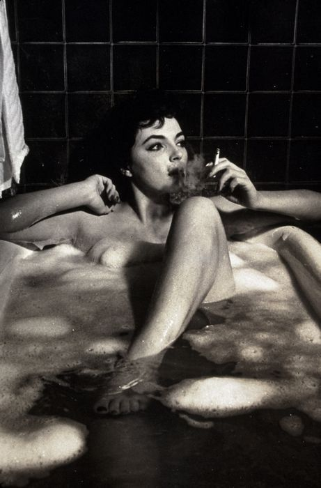 mudwerks:    (via Film Noir Photos: Rub-a-dub-dub: Joan Collins)