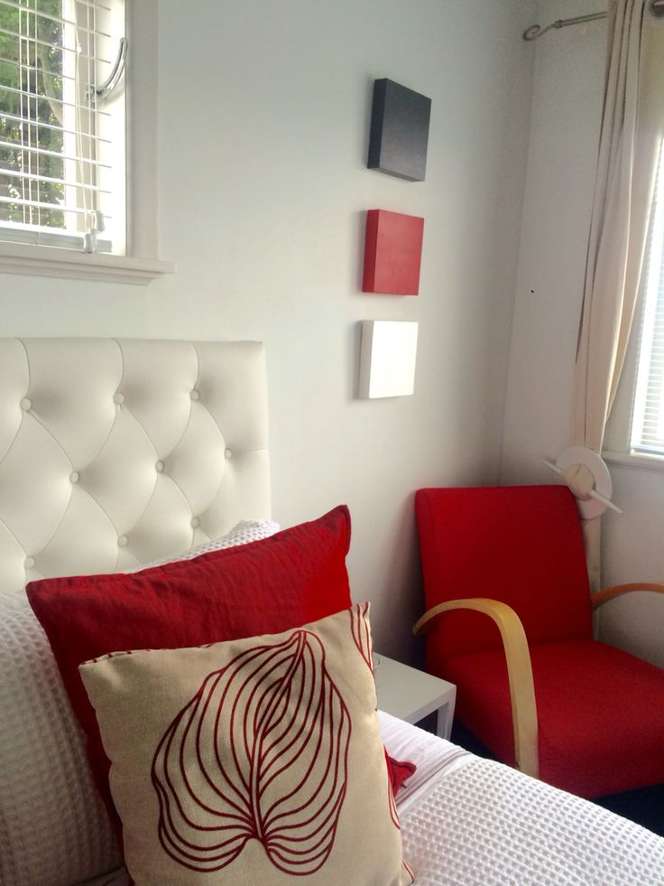 Red white bedroom decor
