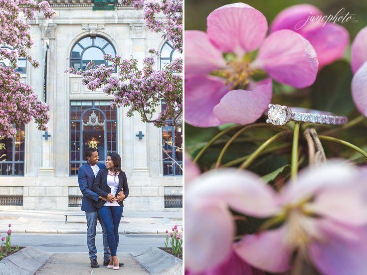 Le printemps est ma saison favorite pour photographier les sessions fiançailles, la nature se réveille enfin et les arbres se couvrent de fleurs, l'air a un parfum doux et frais. Nous avons rencontré Doris et Jascha en plein centre-ville sur la rue McGill pour profiter des nombreux arbres…