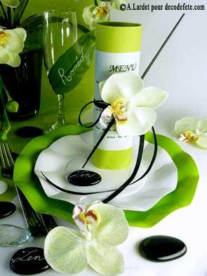 Le menu est ici simplement enroulé autour d'une #serviette #vert #anis .  http://www.decodefete.com/serviettes-jetables-presto-lime-vert-anis-p-2914.html