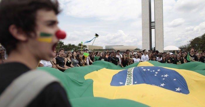 Manifestantes em frente ao Congresso. Imagem: Juntos    As manifestações que ecoam pelos mais diversos lugares do Brasil já começaram a...