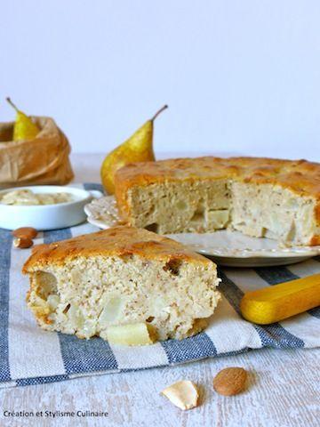 Gâteau sans gluten rustique aux poires et à la purée d'amande, spécial petit déjeuner