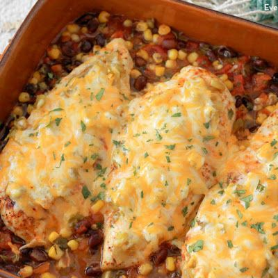Santa Fe Baked Chicken Recipe @keyingredient #cheese #chicken #easy #casserole