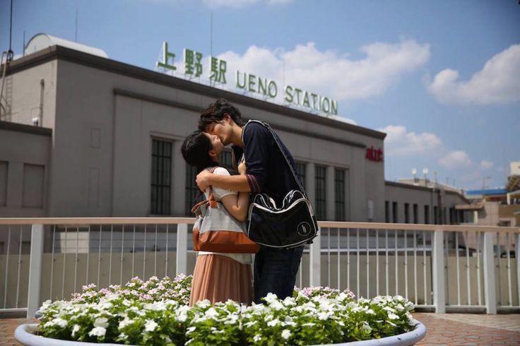 Un fotógrafo capta a gente besándose por ciudades de todo el mundo