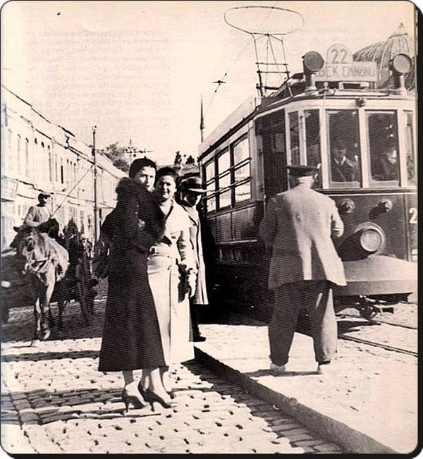 Akaretler'de iki kadın (1930lar) #istanlook