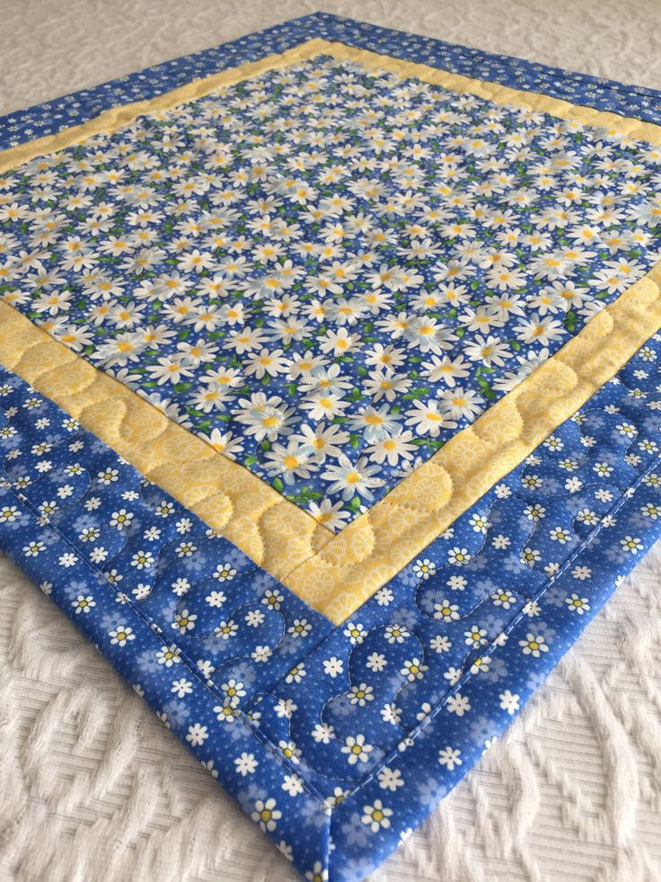 Daisy Table Topper Quilt Daisies Quilt Blue Yellow