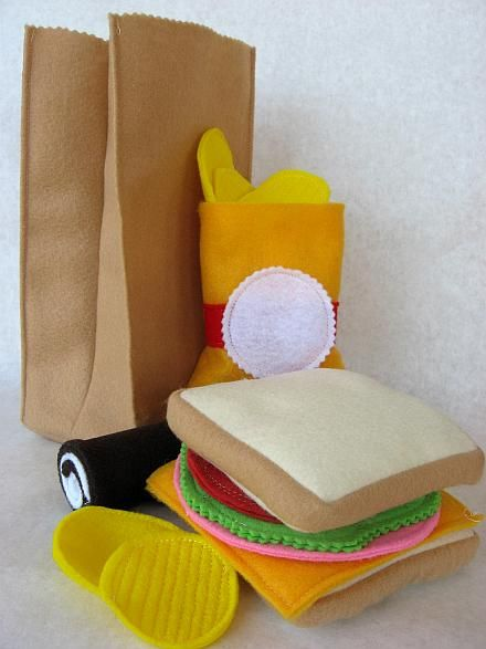 Felt Brown Bag Lunch TutorialBrown Bag Lunches, Brown Paper Bags, For Kids, Felt Crafts, Brown Bags Lunches, Lunches Bags, Felt Pattern, Plays Food, Felt Food