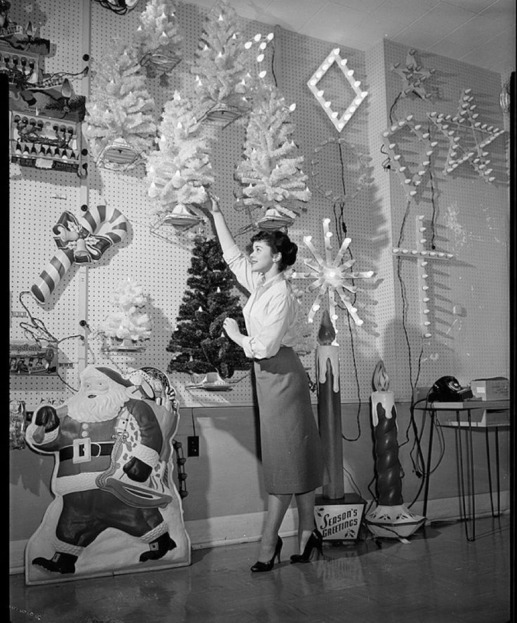 Store With Christmas Decorations: Vintage Christmas Store Display