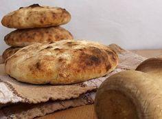 Le pucce sono forme di pane, fanno parte della tradizione culinaria della Puglia, diffuse soprattutto in Salento e nel tarantino.
