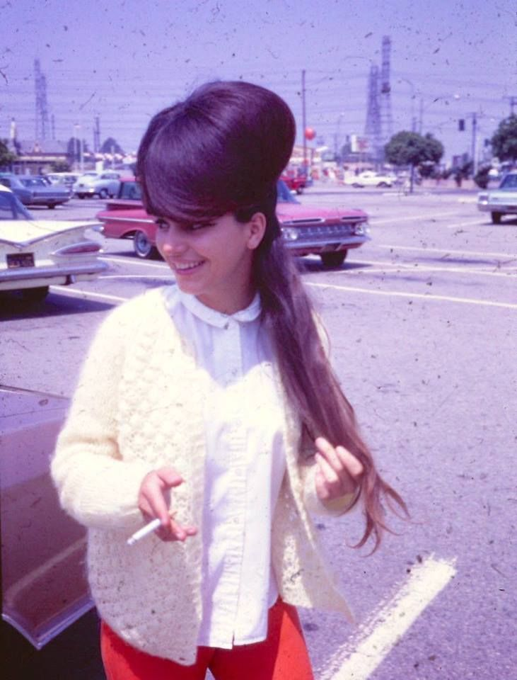 16 enormous hairdos from the '60s
